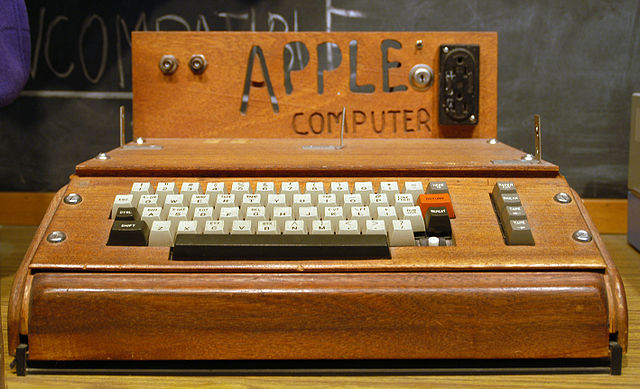Apple I on display at the Smithsonian, taken by Ed Uthman